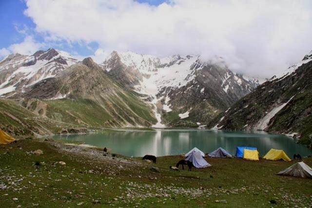 بحيرة شيشناغ في الهند كشمير