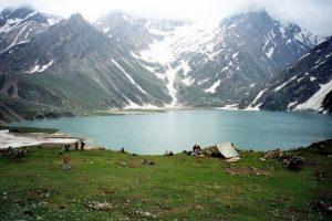 بحيرة شيشناغ من افضل الاماكن السياحية في كشمير