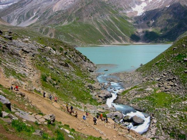 بحيرة شيشناغ من اهم معالم السياحة في الهند كشمير