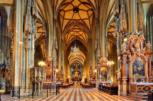 كاتدرائية سانت ستيفن في مدينة فيينا النمساوية