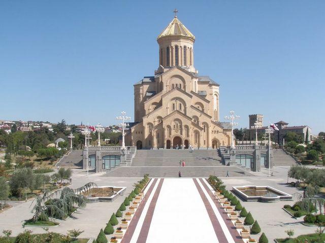 كاتدرائية الثالوث المقدس تبليسي جورجيا