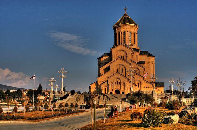 كاتدرائية الثالوث المقدس في تبليسي من معالم السياحة في تبليسي جورجيا
