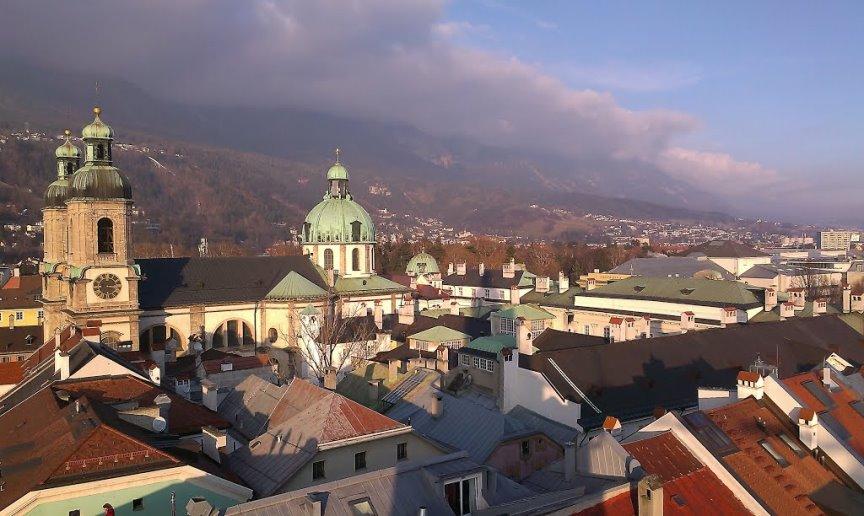 السقف الذهبي من اجمل اماكن السياحة في انسبروك النمسا