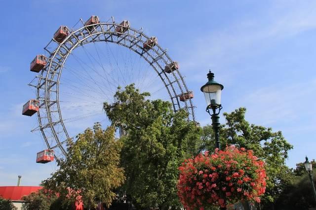 عجلة فيريس من افضل اماكن السياحة في فيينا النمسا