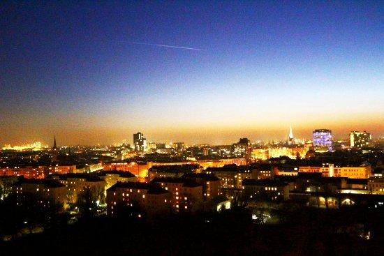 عجلة فيينا العملاقة من افضل اماكن السياحة في النمسا