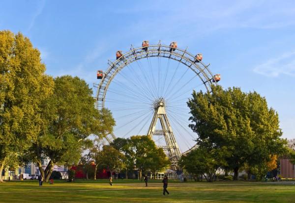 عجلة فيريس فيينا العملاقة من الاماكن السياحية في فيينا