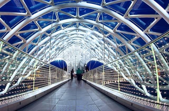 جسر السلام في تبليسي من اشهر معالم السياحة في جورجيا تبليسي