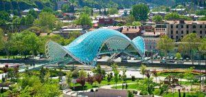 جسر السلام من اشهر معالم السياحة في تبليسي جورجيا