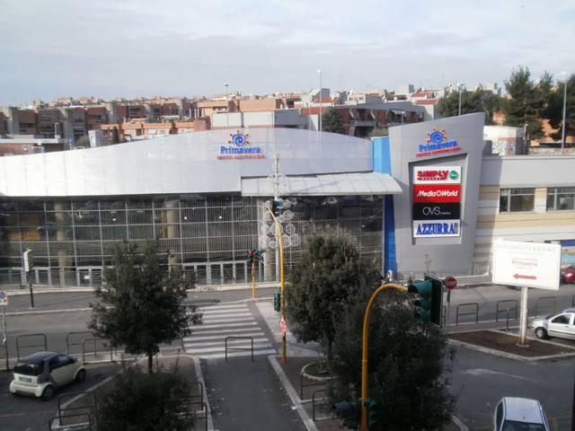 مركز تسوق بريمافيرا من اهم مجمعات التسوق في روما
