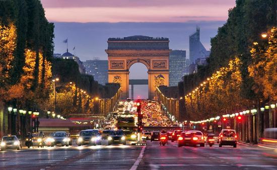 شارع الشانزليزيه من اهم اماكن سياحية في باريس واحد اشهر شوارع مدينة باريس فرنسا