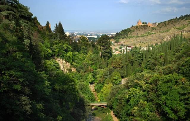 قلعة ناريكالا من اهم اماكن السياحة في تبليسي