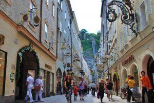 تعد المدينة القديمة في سالزبورغ من اجمل اماكن السياحة في النمسا