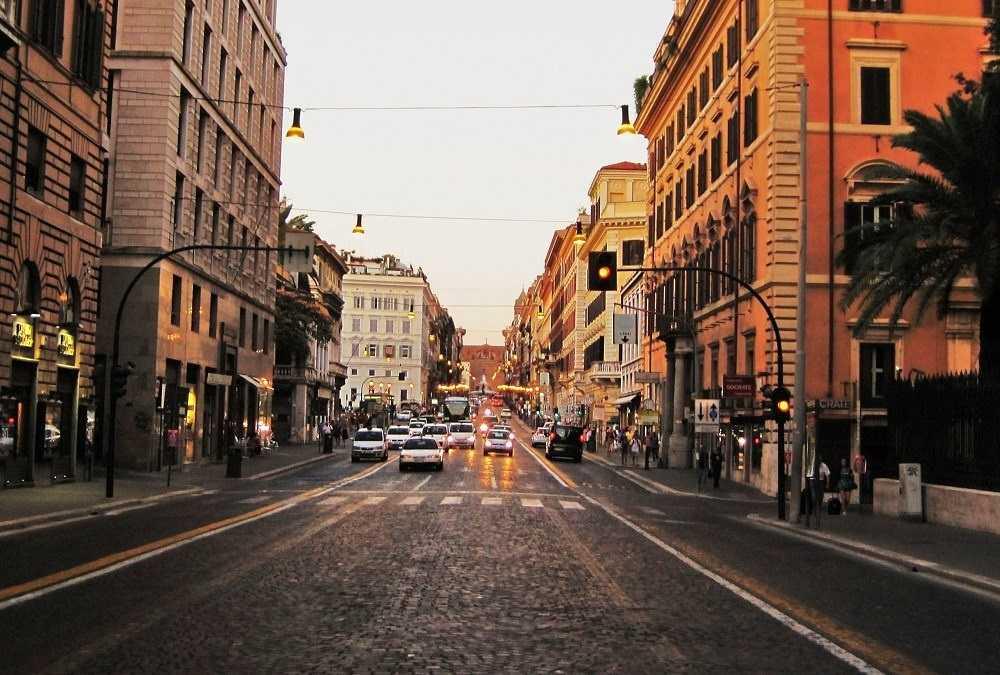 شارع فيا ناتزيونالي من اهم اسواق روما ايطاليا