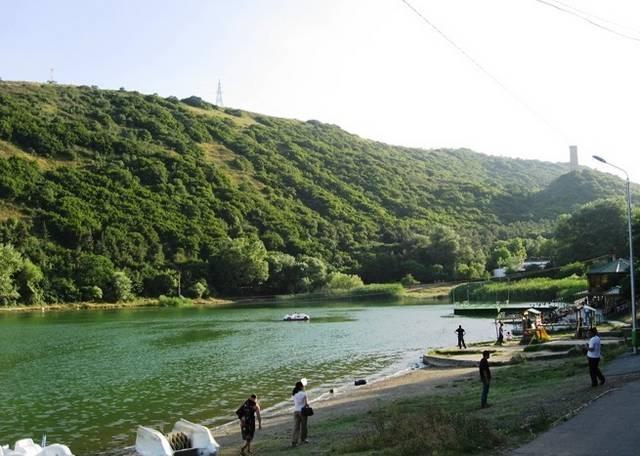 بحيرة السلاحف في تبليسي من اشهر حدائق تبليسي جورجيا