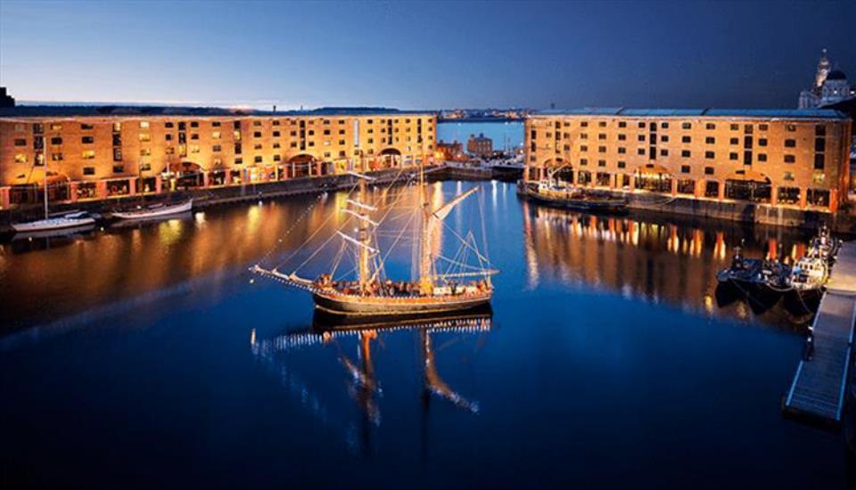 رصيف البرت البحري من اجمل الاماكن السياحية في ليفربول انجلترا