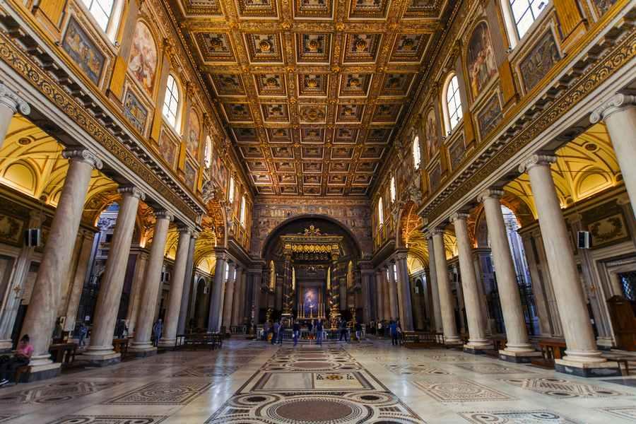 كنيسة سانتا ماريا في مدينة روما ، تعد من اقدم كنائس مدينة روما ايطاليا