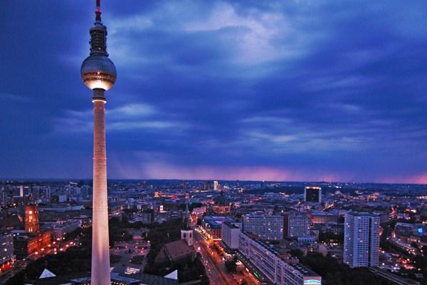 برج برلين من اهم اماكن سياحية في مدينة برلين المانيا