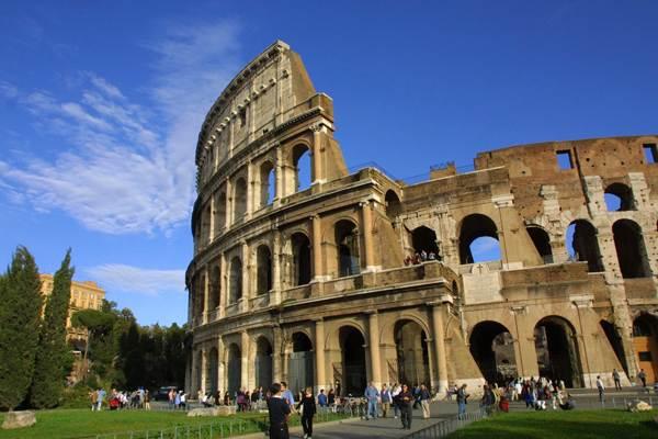 الكولوسيوم من اهم معالم مدينة روما - صور روما