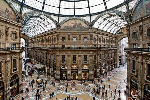 غاليريا فيتيوريا ايمانيويل من اهم مناطق التسوق في مدينة ميلان الايطالية