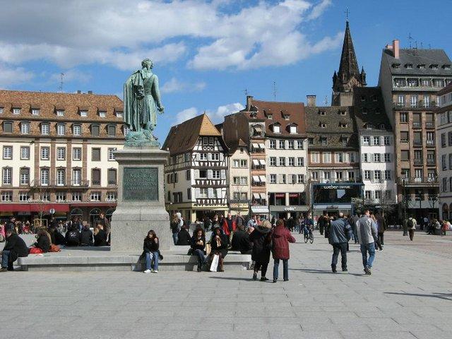 ساحة غوتنبرغ في ستراسبورغ فرنسا