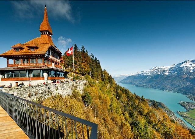 جبل هاردر كولم في انترلاكن سويسرا احد مناطق سياحية في انترلاكن