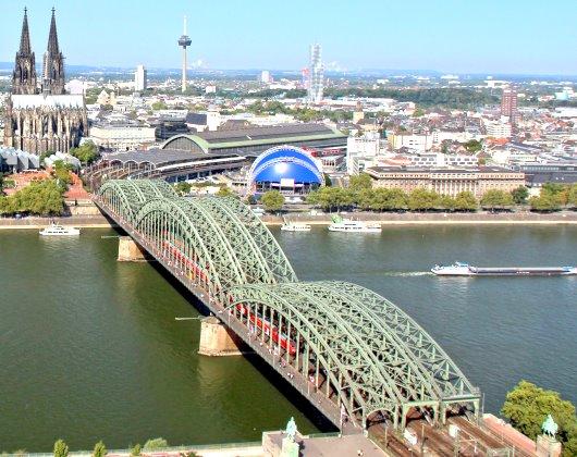 جسر الاقفال في كولون من اهم اماكن السياحة في كولون