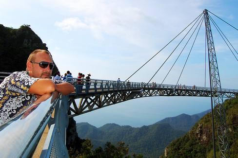 جسر لنكاوي سكاي من اهم الاماكن السياحية في لنكاوي ماليزيا