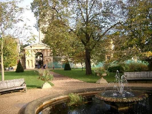 حديقة جامعة اكسفورد النباتية في انجلترا