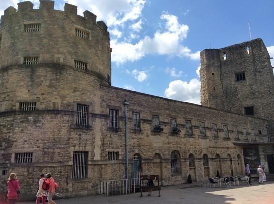 قلعة اكسفورد في انجلترا من اهم الاماكن السياحية في اكسفورد