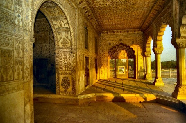 القلعة الحمراء في الهند من اهم اماكن السياحة في نيودلهي