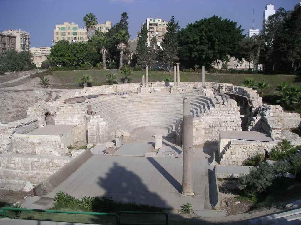 المسرح الروماني في مدينة الاسكندرية من اهم الاماكن السياحية في الاسكندرية مصر