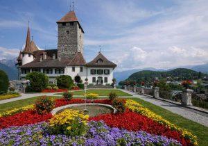 قلعة سبايز من اجمل معالم السياحة في سويسرا انترلاكن