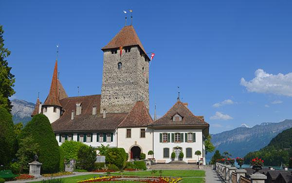 قلعة سبايز في انترلاكن سويسرا