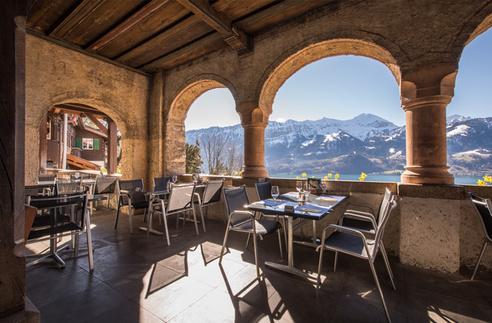 كهف سانت بيتوس من اجمل معالم السياحة في سويسرا انترلاكن