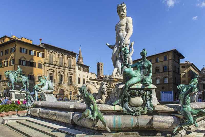 ساحة ديلا احكم من اكثر اماكن السياحة في فلورنسا زيارة