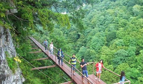 يعتبر الوادي الاخضر من اجمل الاماكن السياحيه في كوتايسي جورجيا