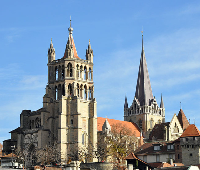 كاتدرائية لوزان سويسرا قريبة من متحف لوزان التاريخي وهي من اهم الاماكن السياحية في لوزان