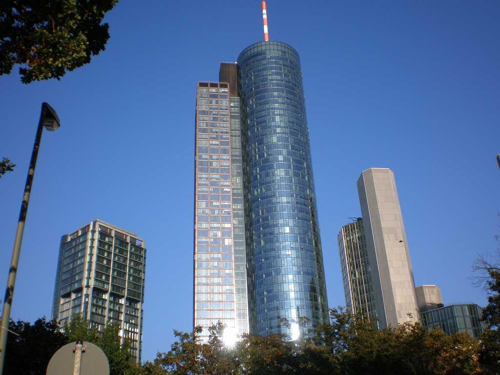 البرج الرئيسي في مدينة فرانكفورت ، يعتبر من اهم الاماكن السياحية في فرانكفورت
