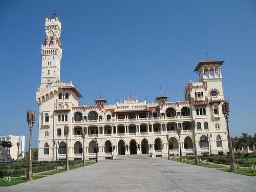 يتميز قصر المنتزه بأنه احد اهم واجمل الاماكن السياحية في الاسكندرية