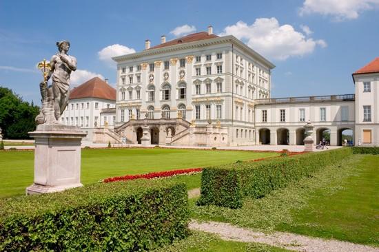 قصر نيمفنبورغ من افضل اماكن السياحة في ميونخ