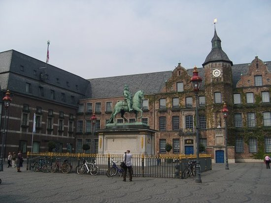 البلدة القديمة في مدينة دوسلدورف المانيا