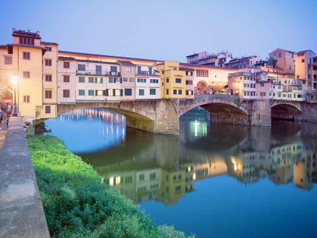 جسر بونتي فيكيو من افضل الاماكن السياحية في فلورنسا