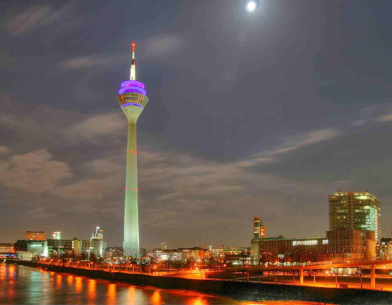برج الراين من اجمل المناطق السياحية في دوسلدورف