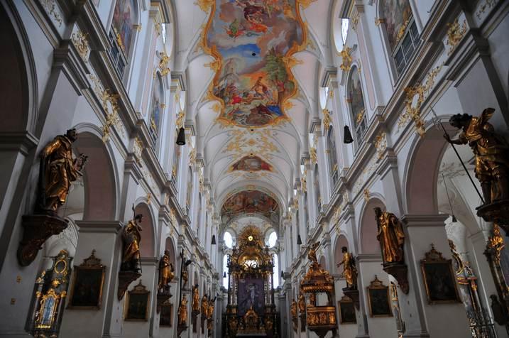 كنيسة سان بطرس من اهم معالم السياحة في ميونخ - صور ميونخ