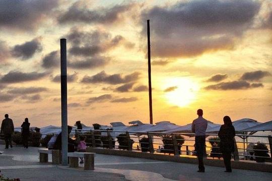 كورنيش عين الدياب من اشهر الاماكن السياحية في الدار البيضاء
