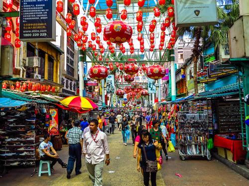 يعد السوق الصيني  من افضل الاماكن السياحية في كوالالمبور