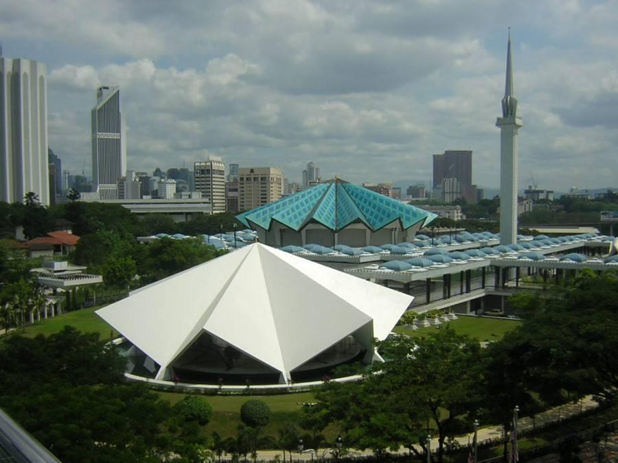 المسجد الوطني في كوالالمبور من اهم معالم ماليزيا كوالالمبور