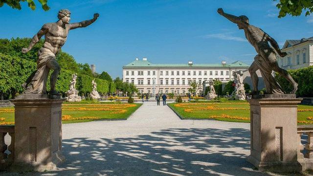 قصر ميرابيل من معالم السياحة في سالزبورغ التي تستحق الزيارة في مدينة سالزبورغ النمساوية