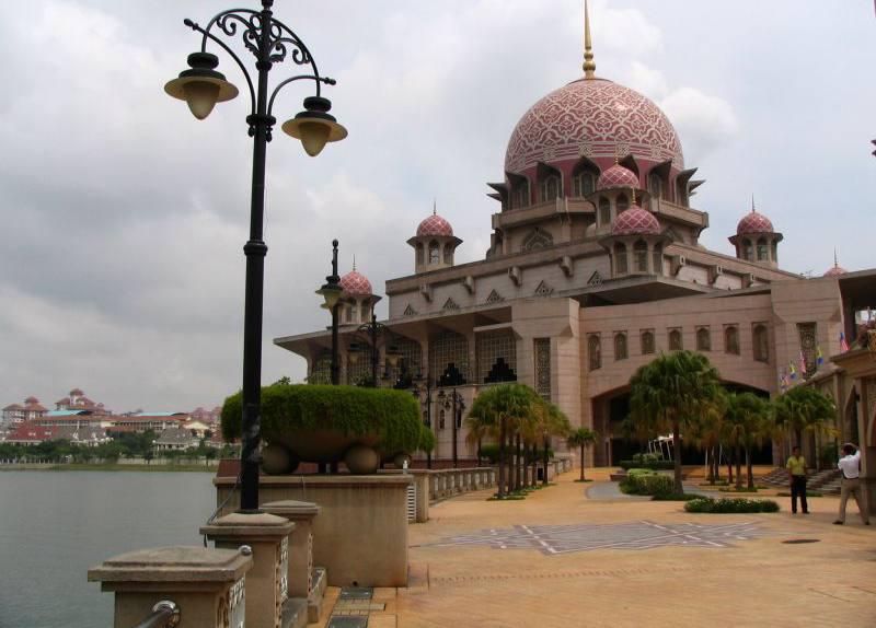 اماكن السياحة في سيلانجور وهو المسجد الأكبر في ماليزيا