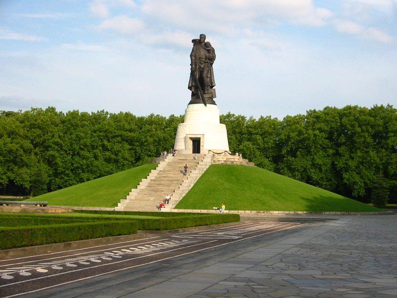 حديقة تريبتاور من افضل حدائق مدينة برلين المانيا